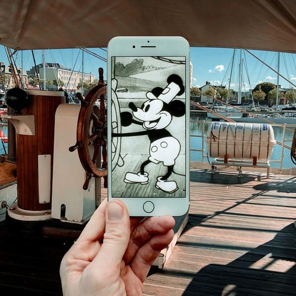 Уметник користи Ајфон за да вметне ликови од поп културата реалниот свет