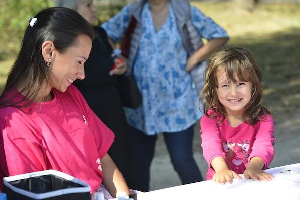 Борка и Авон вчера испратија порака: Ракот на дојка не е розов, но овој ден ние го боиме во розово за да покажеме дека нема да му се предадеме