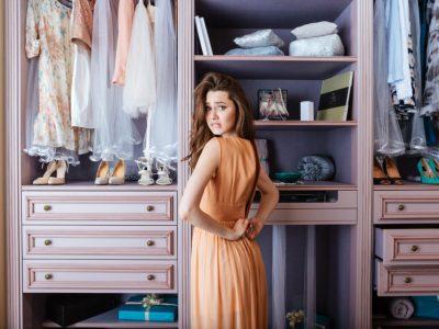 Дали е неопходно да ја исперете новата облека пред да ја облечете?