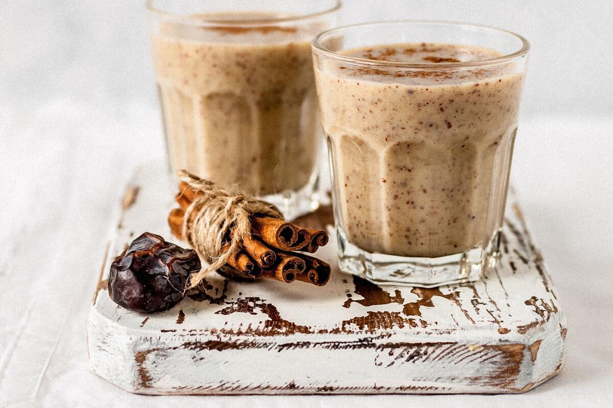 Кремасто кафе задоволство: Ледено веганско мока смуди