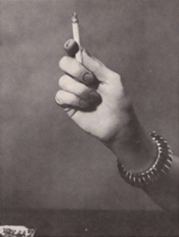 Тест од 1959-та: Што кажува за вас начинот на којшто ја држите цигарата?