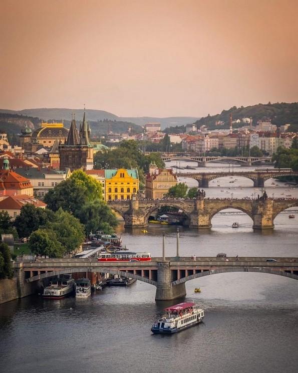 Прага од нова перспектива со неверојатни фотографии од дрон