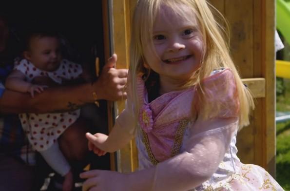 7-годишно девојче со Даунов синдром ќе ви покаже што значи убавината