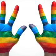 Истражување тврди дека сексуалната ориентација зависи од формата на дланките
