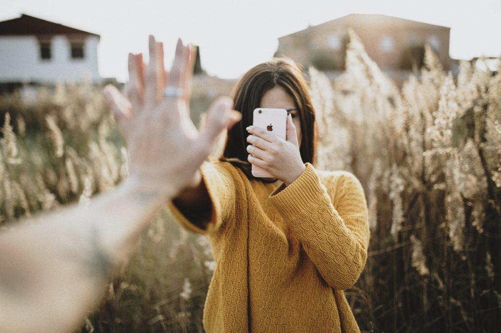 Скратувањето на времето поминато на социјалните мрежи ги намалува осаменоста и депресијата