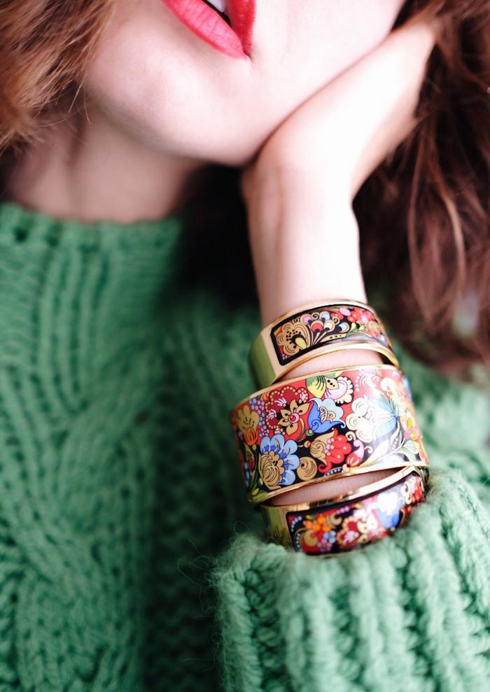 Како во текот на зимата да комбинирате плетена облека со накит?