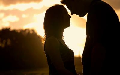 3 суптилни знаци кои покажуваат дека тој се вљубува во вас