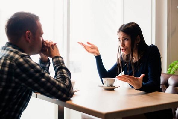 Психолог ги открива 4-те грешки во расправањето што ви ја убиваат врската