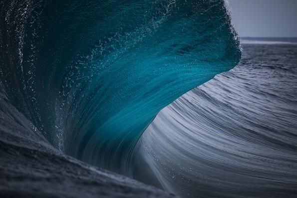 Фотограф далтонист ја доловува визуелната симфонија на брановите