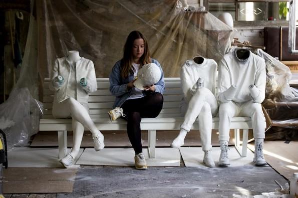 Неверојатна скулптура што ја прикажува нашата опсесија со технологијата