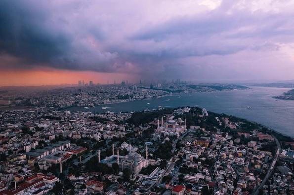 Авантурист прави неверојатни воздушни фотографии од неговите патувања ширум светот