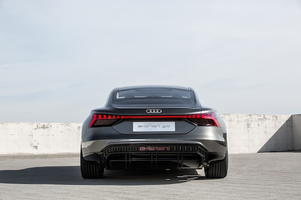 Audi го претстави електричниот седан e-tron GT