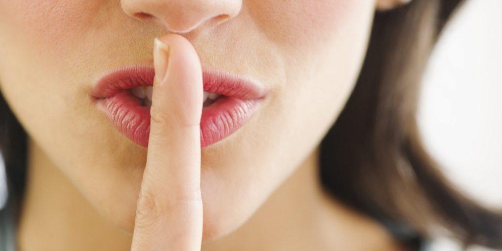 За да звучите попаметно, избегнувајте да ги кажувате овие 7 зборови