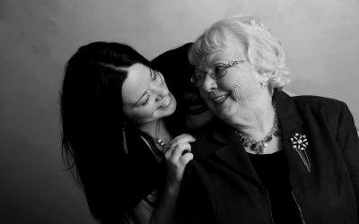 Зошто бабата по мајка има поголемо влијание во вашиот живот за разлика од бабата по татко?
