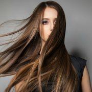 10 eдноставни совети со кои ќе го забрзате растењето на вашата коса