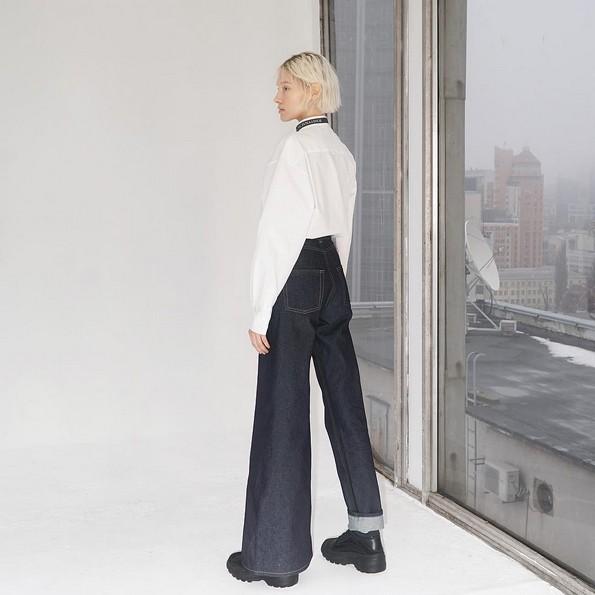 Првиот бизарен тренд за 2019-та година: Панталони со различни ногавици