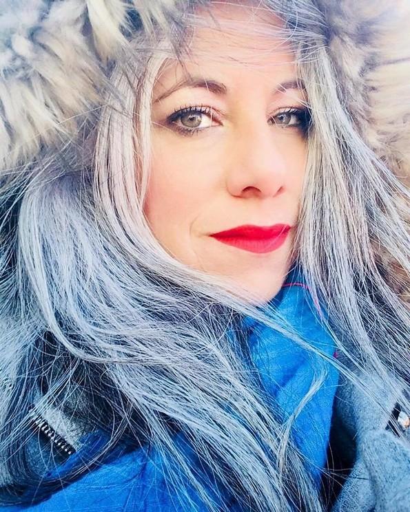 Приказните на 10 жени што одбиле да ја фарбаат нивната побелена коса