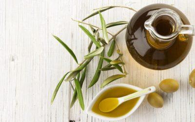 5 начини на кои маслиновото масло ја обновува вашата коса