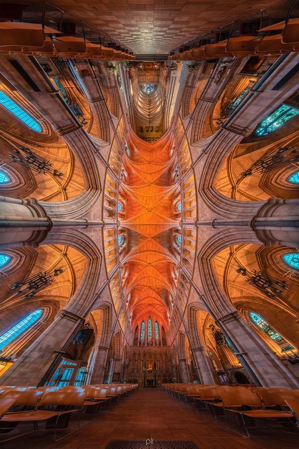 Панорамски фотографии од цркви кои изгледаат како граница помеѓу реалноста и фантазијата