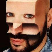Артист создава неверојатни 3Д илузии на неговото лице со помош на шминка