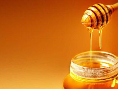 Што ќе се случува во вашето тело ако јадете мед пред спиење?