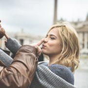 Според науката, партнерите кои се шегуваат едни со други имаат подобри врски