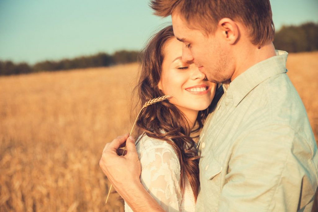 4 знаци дека ги запоставувате пријателите поради вашата врска