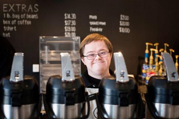 Кафетерија вработува луѓе со попреченост во развојот и докажува дека и тие се способни за многу нешта