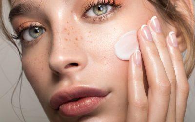 7 нешта што треба да ги научите до 30-тата година за вашата кожа да изгледа неверојатно