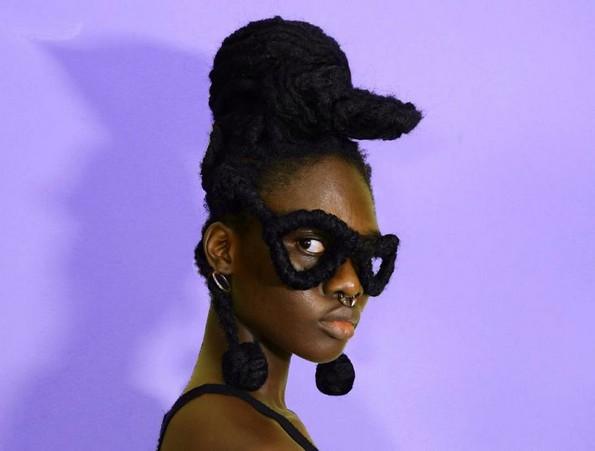 Уметница ја претвора нејзината коса во неверојатни скулптури
