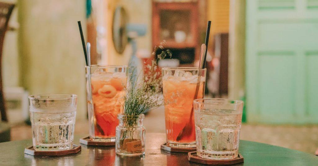 Можете ли да ослабите пиејќи алкохол?