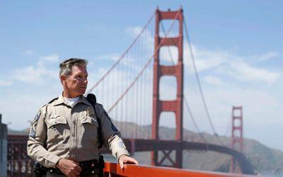 Полицаец херој спречил над 200 обиди за самоубиство на мостот Голден Гејт