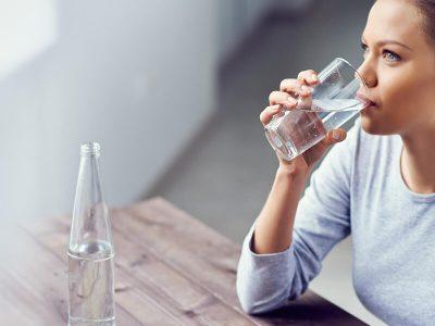Што ќе се случува со вашето тело доколку пиете само вода?