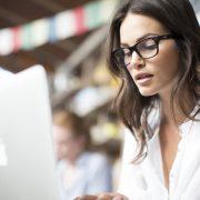 10 јасни знаци дека сте интелигентна жена