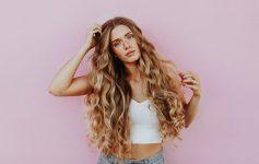 Идеални фризури за девојките со густа коса
