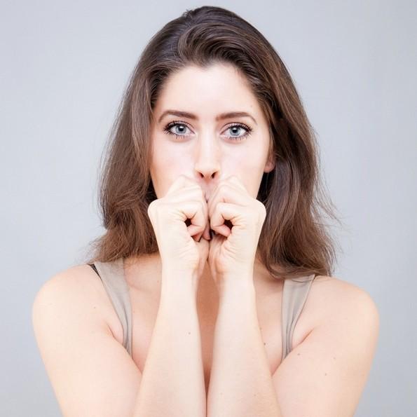 Програма од 9 вежби со кои ќе се ослободите од брчките и салото на лицето
