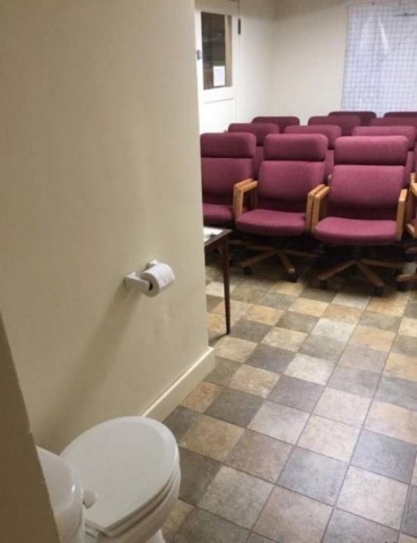 Тоалети дизајнирани од луѓе кои веројатно никогаш не користеле тоалет