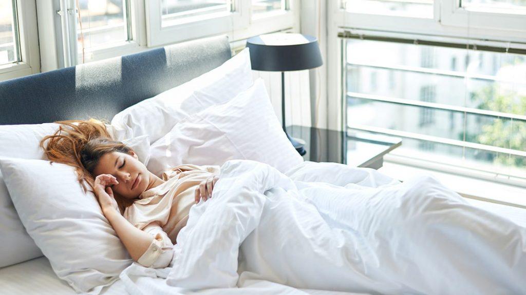 Истражување: Како спијат луѓето кои се мрзливи наутро?