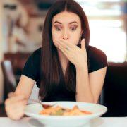 Сопругот ѝ рекол на бремената сопруга која е веганка да јаде месо
