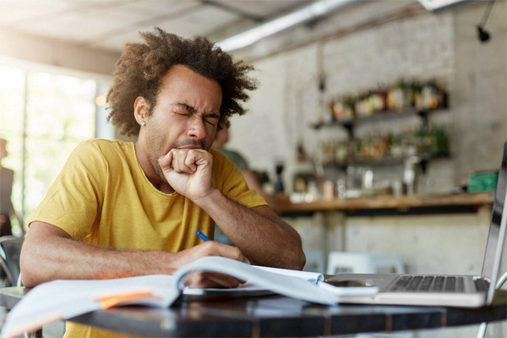 Според научник од Оксфорд, одењето на училиште и работа пред 10 часот е слично на мачење