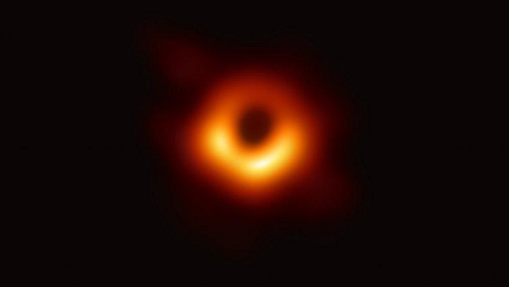 Ја направивме првата фотографија од црна дупка