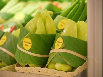 Азиските супермаркети се враќаат на користењето листови наместо пластика