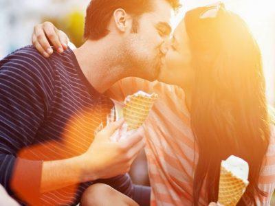 """3-те хороскопски знаци со кои секој бакнеж е """"филмски"""""""