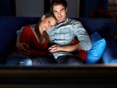 4 неочекувани начини на кои заедничкото гледање серии може да ви ја зајакне врската