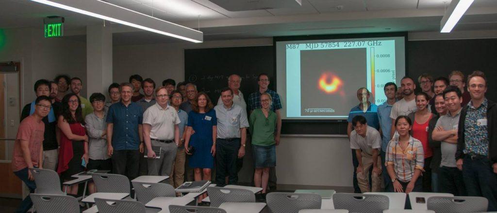 Запознајте ја Кејти Боуман, жената што ни помогна да ја фотографираме црната дупка