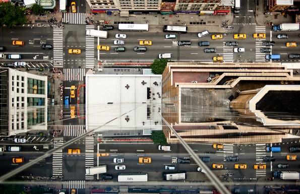 """Фотограф открил """"скриен град"""" во одразот на облакодерите во Њујорк"""
