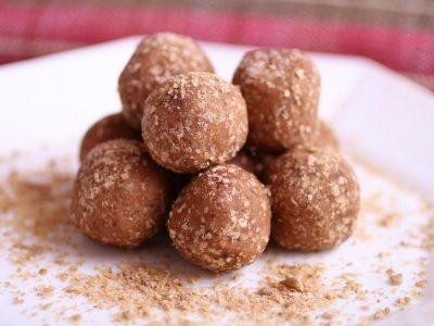 Брз и лесен десерт: Посни бомбици со суво овошје