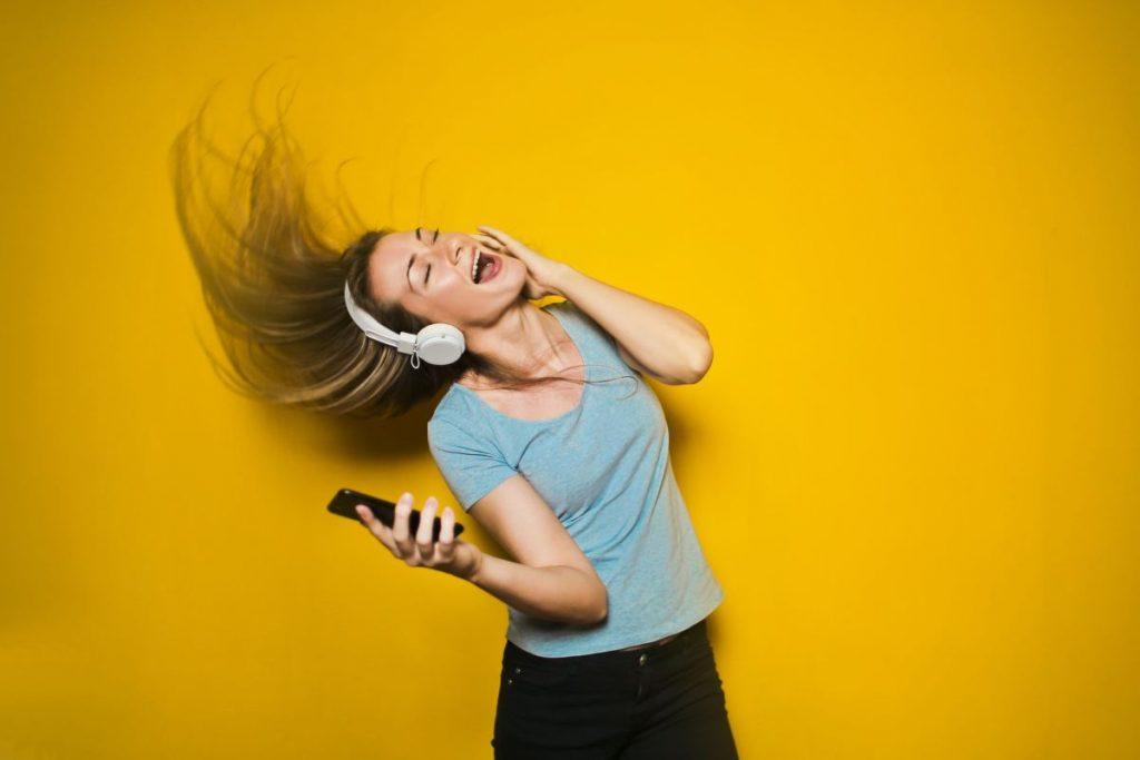 Дали слушањето музика на работа навистина ве прави попродуктивни?