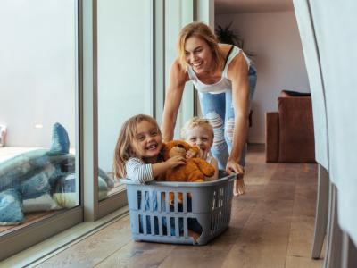 Според данските научници, постарите мајки се подобри мајки
