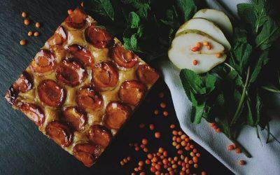 Тарт со бадеми, праски и крем сирење